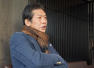 ゲスト 高橋慶彦(たかはし・よしひこ) 1957年3年13日、北海道芦別市出身。74年、広島東洋カープに入団(ドラフト3位)。俊足巧打のスイッチヒッターとして鳴らし、79年、80年、85年に盗塁王。ベストナイン5回、日本シリーズMVP(79年)に1度輝く。33試合連続ヒット(79年6月6日~7月31日)は日本記録。現職は福島県に本社を置く住宅会社・ウェルズホームの広報部長。通算打率2割8分、1826安打、163本塁打、477盗塁。
