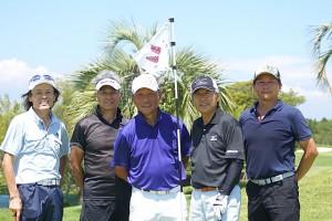 (写真:今回、中野さんとラウンドした内林久徳さん(競輪学校第62期・ゴルフ歴20年)、久保千代志さん(競輪学校第29期・ゴルフ歴35年)、鈴木プロ、マネジャーN氏)